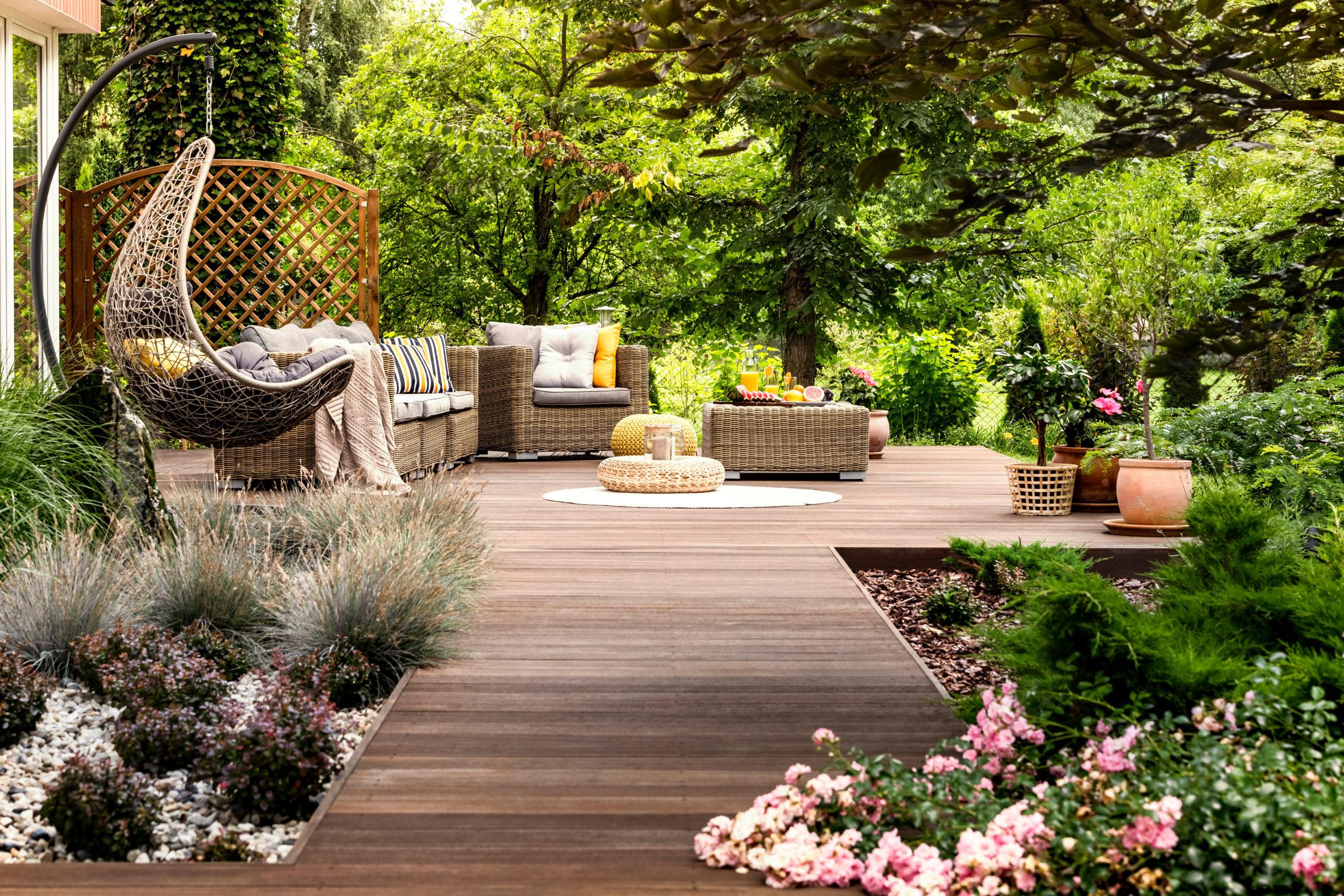 Espace cosy pour cette terrasse bois