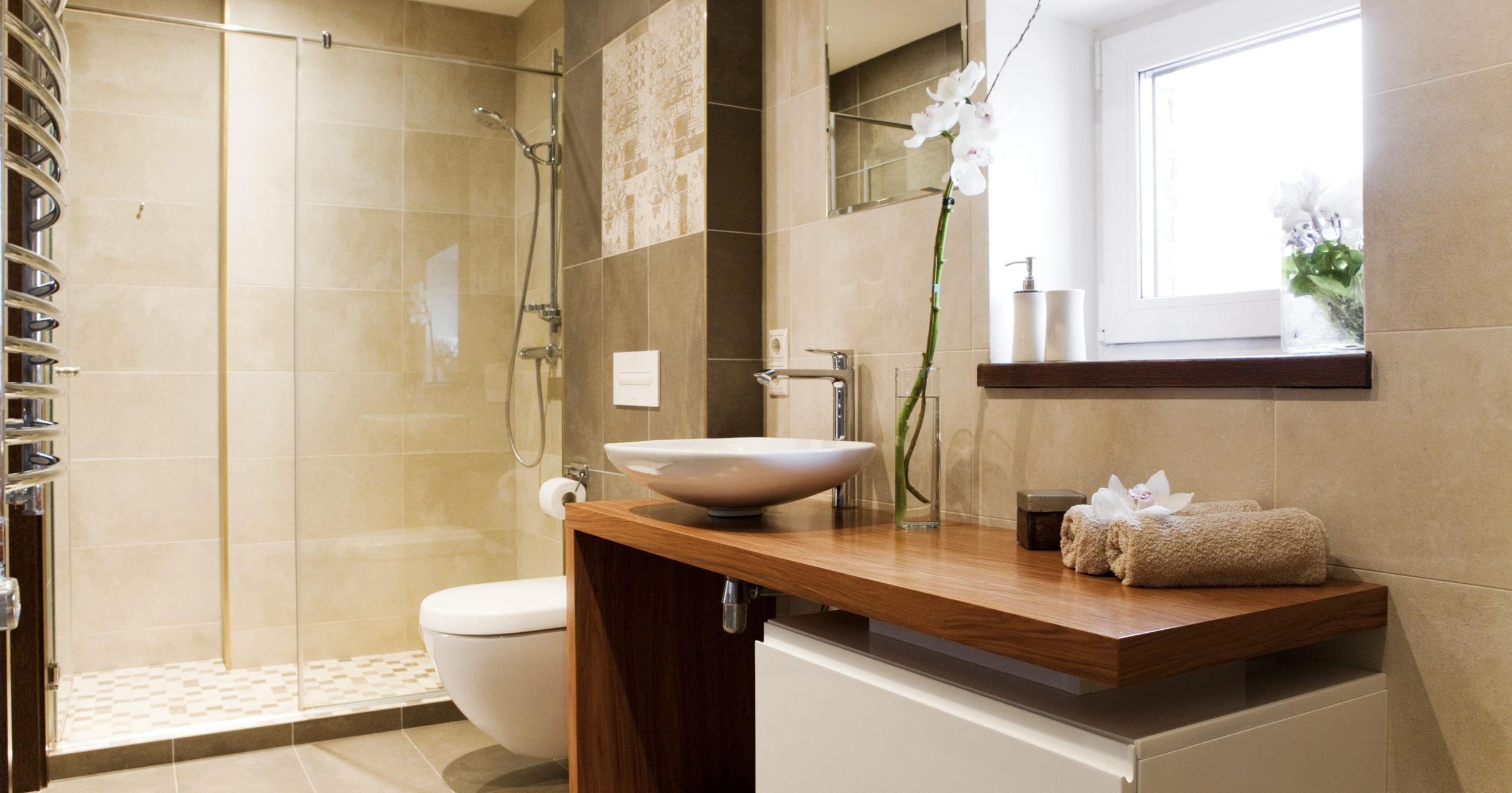 Aménagement d'une salle de bain design à Lorient