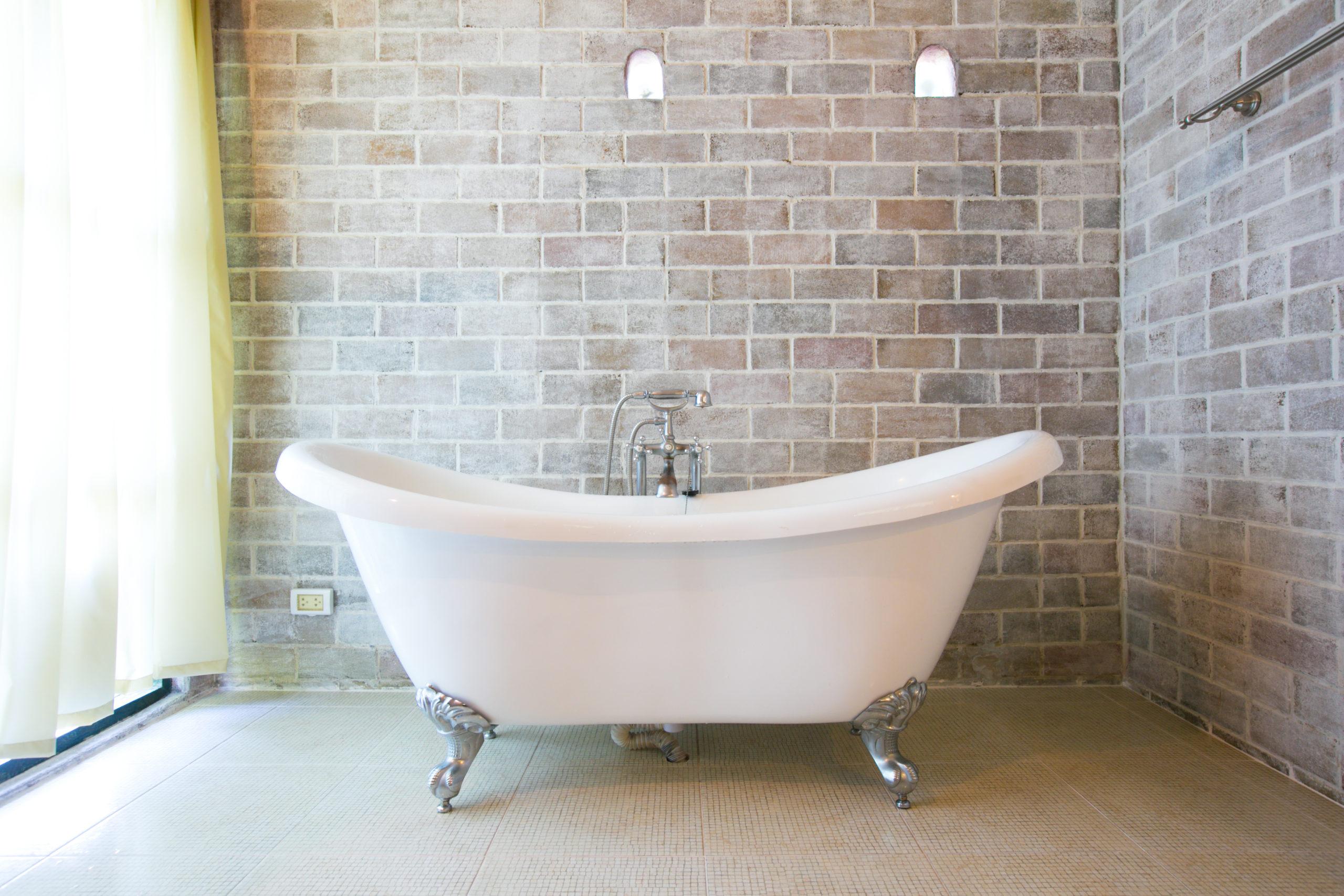 Installation d'une baignoire à pieds à Lorient