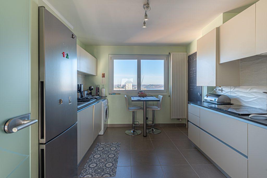 Cuisine aménagée dans un appartement à Lorient