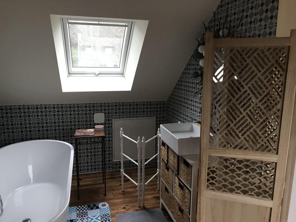 Salle bain dans combles aménagés